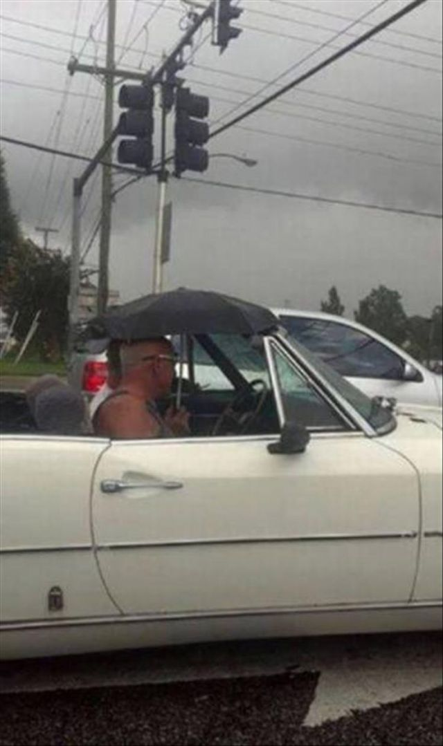 Convertible supercars - Funny Videos - funvizeo.com - convertible supercars, car, rain, parasol, humor