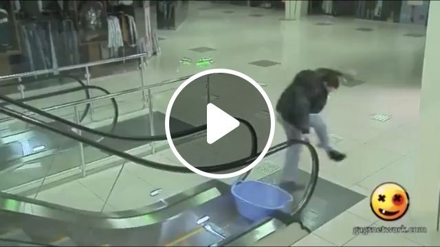 Try to keep your shoes dry, haha - Funny Videos - funvizeo.com - prank, Escalator, supermarket, wet shoes