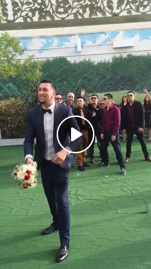Throwing wedding flowers, lol, groom, wedding, flower, funny, man