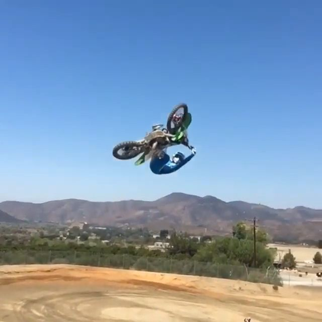Fly, motorcycle, fly, performances