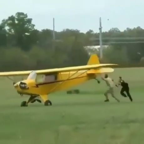 When You're Drunk And Don't Listen To Your Friends - Funny Videos - funvizeo.com - funny,friend,drunk,plane
