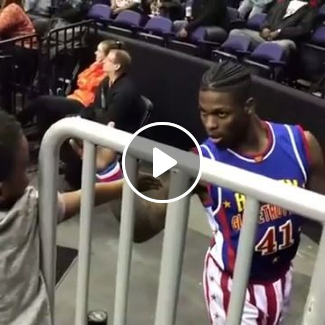 Funny High Five - Video & GIFs | funny, basketball, high five, kid
