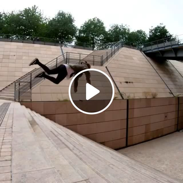 Amazing Man Parkour - Video & GIFs | funny, parkour, jump, stairs