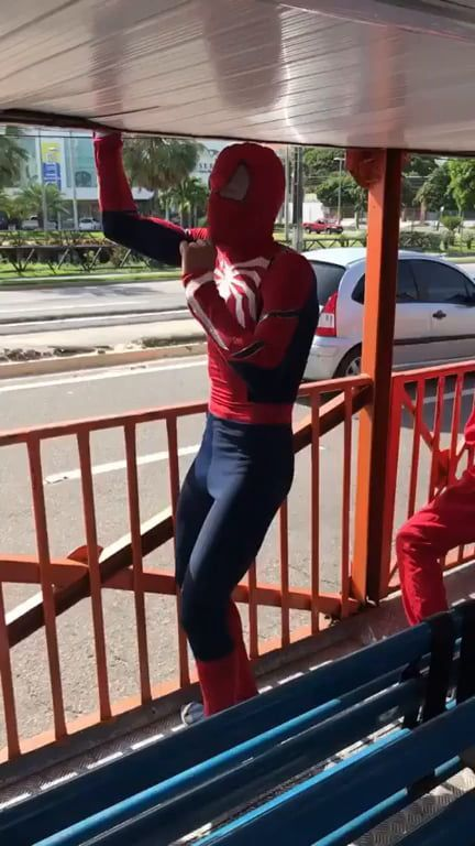 Spiderman In Real Life - Funny Videos - funvizeo.com - funny,funny videos,spiderman,bus