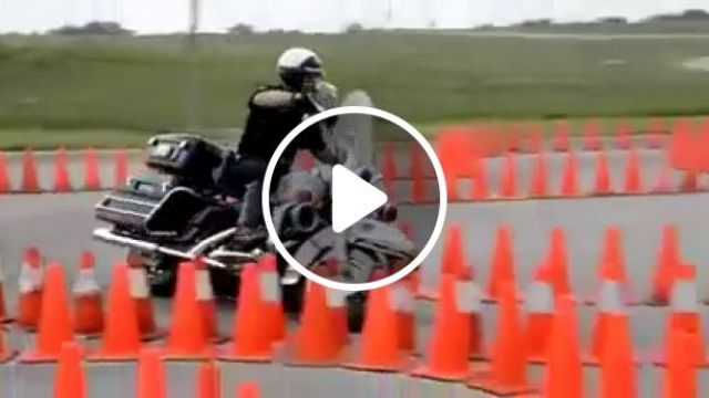 I Had No Idea Cop Bikes Could Move Like This - Funny Videos - funvizeo.com - reddit,oddlysatisfying,i_had_no_idea_cop_bikes_could_move_like_this