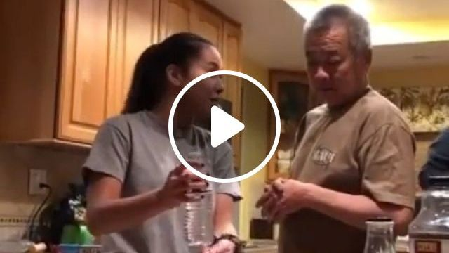Dad Is Fooled By Water Bottle Magic Trick - Funny Videos - funvizeo.com - reddit,funny,dad_is_fooled_by_water_bottle_magic_trick