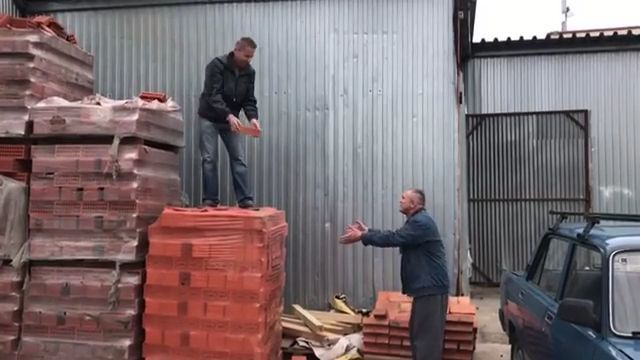 Unfocused at work, haha - Funny Videos - funvizeo.com - funny videos,funny,construction workers