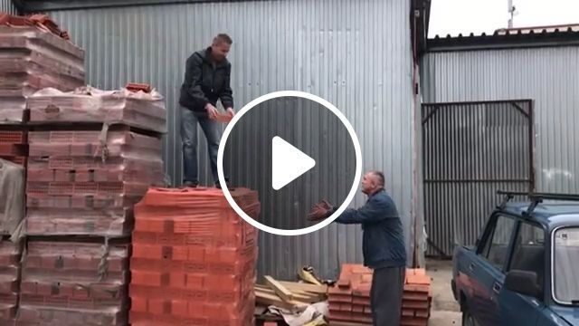 Unfocused at work, haha - Funny Videos - funvizeo.com - funny videos,humor,construction workers
