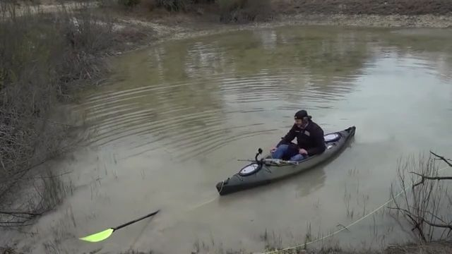 Clumsy guy kayaking - Funny Videos - funvizeo.com - kayak,boat,funny,river,paddle