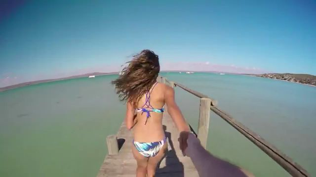 Take my hand and follow me - Funny Videos - funvizeo.com - funny videos,funny,hand,travel