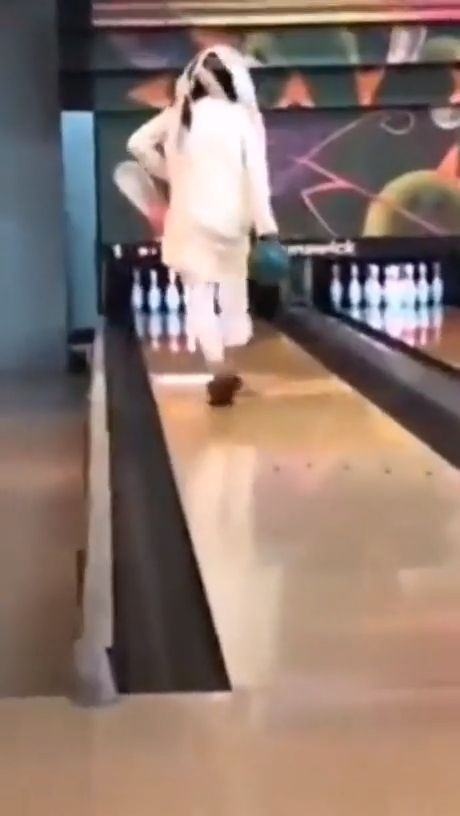 Cheaters Never Win - Funny Videos - funvizeo.com - funny,bowling,funny fails