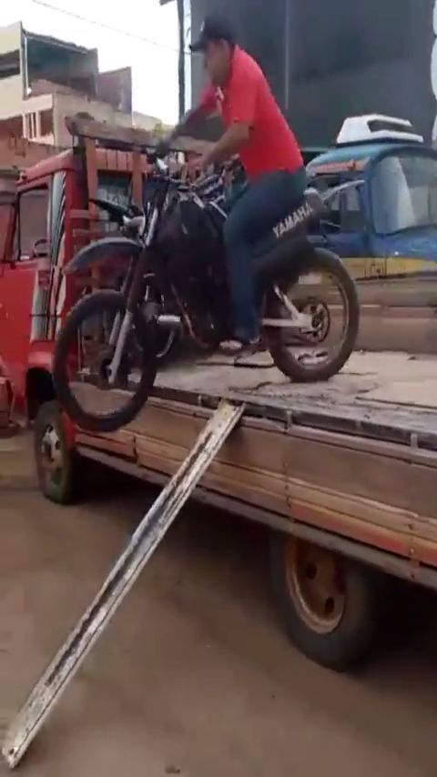 No no no... - Funny Videos - funvizeo.com - stupid, motorcycles, funny, lol