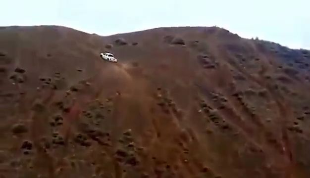 Amazing, pickup truck conquered steep hills