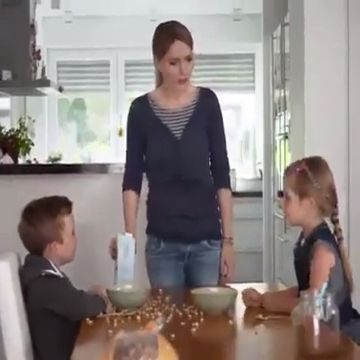 This is the most fair mother in the world - Funny Videos - funvizeo.com - mother, funny, food, eat, fair