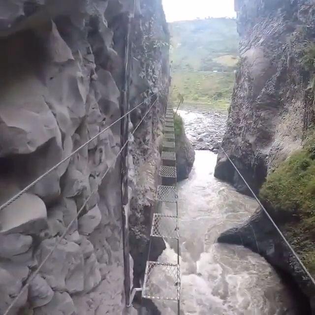 The bridge is not for the faint of heart - Funny Videos - funvizeo.com - bridge, danger, funny