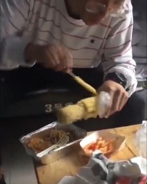 Great way to eat your corn - Funny Videos - funvizeo.com - corn,funny,eat