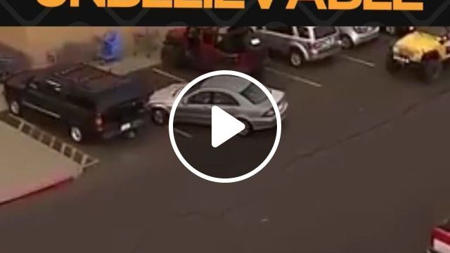This is near unbelievable - Funny Videos - funvizeo.com - humor,parking,car