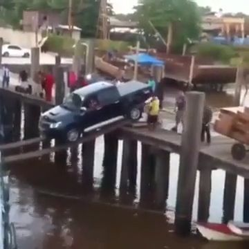 Do you dare to drive like this? - Funny Videos - funvizeo.com - confidence driving,pickup truck,boat,funny,driving skills