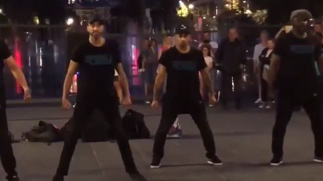Funny Guy - Funny Videos - funvizeo.com - dancing,surprise,funny,perform, square