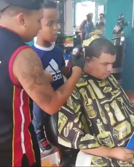 When you trust your trainee - Funny Videos - funvizeo.com - funny,hair,hairsalon