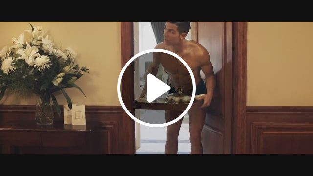 Cristiano Ronaldo caught only in underwear - Funny Videos - funvizeo.com - cristiano ronaldo, humor, Social Network, smart phone, iphone