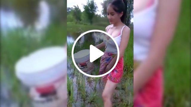 Peasant girl - Funny Videos - funvizeo.com - humor, peasant, Agriculture, rice